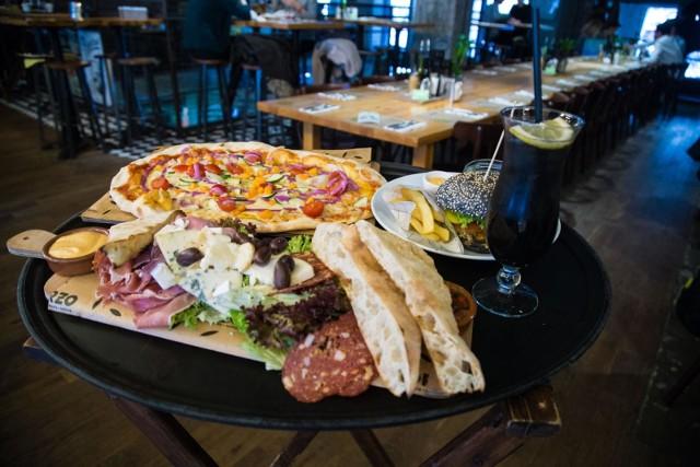 Pizza w dalszym ciągu jest najchętniej zamawianą potrawą wśród Polaków.