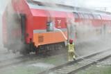 Pożar wagonu obok stacji PKP w Lesznie. Była obawa, że w środku są ludzie. Zobacz zdjęcia
