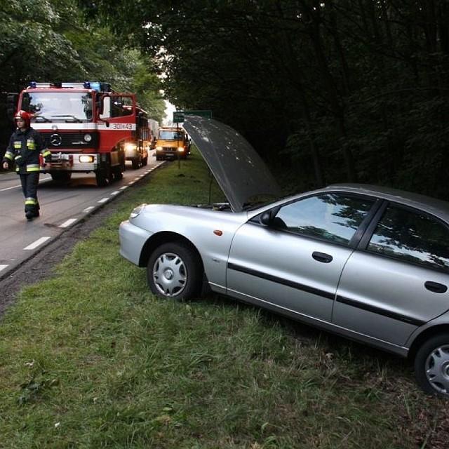 Kierująca lanosem kobieta trafiła do szpitala.
