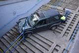 Nietypowy wypadek w Olkuszu. Kierowca - kobieta wjechał land roverem w podziemne przejście dla pieszych! ZDJĘCIA