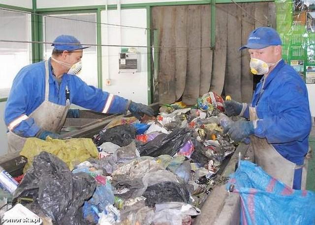 Od 1 lipca 2013 roku, czyli od dnia wejścia w życie ustawy śmieciowej,  do końca ubiegłego roku odebrano od nas 711 ton surowców wtórnych. W całym 2012 roku takich odpadów wywieziono 572 tony.