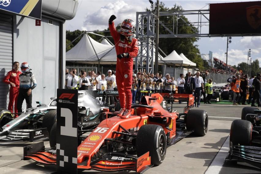 Leclerc przełamał klątwę Ferrari na torze Monza. U Kubicy po staremu