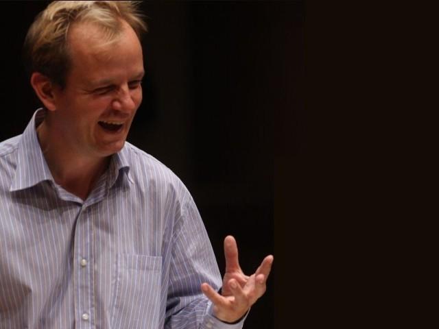 Muzycy orkiestry żądają dymisji swojego szefa.