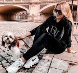 Diana Walkiewicz, projektantka mody z Radomia prezentuje najnowszą kolekcję dresów