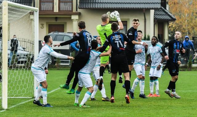 Zespoły IV ligi w tym Zawisza Bydgoszcz i Sportis Łochowo (na zdjęciu) będą mogły kontynuować rozgrywki