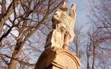 Kąty. Ktoś ukradł zabytkową kapliczkę św. Floriana? Sprawę bada policja, a wójt wzywa mieszkańców do pomocy w jej odnalezieniu