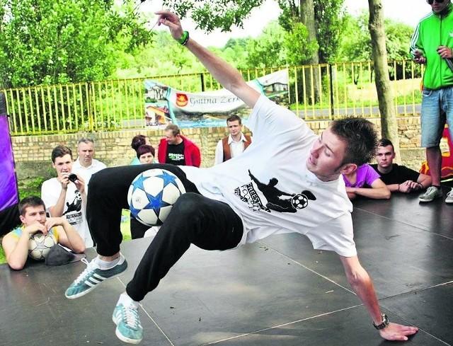 21-letni Daniel Kowal  potrafi wyczyniać w piłką prawdziwe cuda. Freestyle football to wielka pasja studenta dziennikarstwa z Jaworzna
