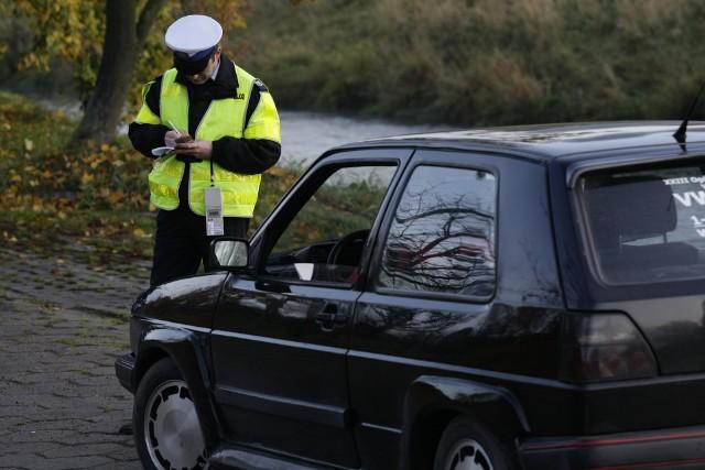 """Podczas całodniowej akcji pod  hasłem """"Pasy"""" policjanci  z naszego regionu sprawdzali, czy kierowcy i pasażerowie mają zapięte  pasy  bezpieczeństwa. KORONA KRÓLÓW. Sprawdź, co się wydarzy w kolejnym odcinkuSprawdź, w które niedziele nie zrobisz zakupówWaloryzacja rent i emerytur w 2018 roku"""