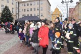 WOŚP 2019 Opole. Ponad 400 osób wcisnęło się do serca na opolskim Rynku! Czy to rekord? Zobacz zdjęcia i wideo