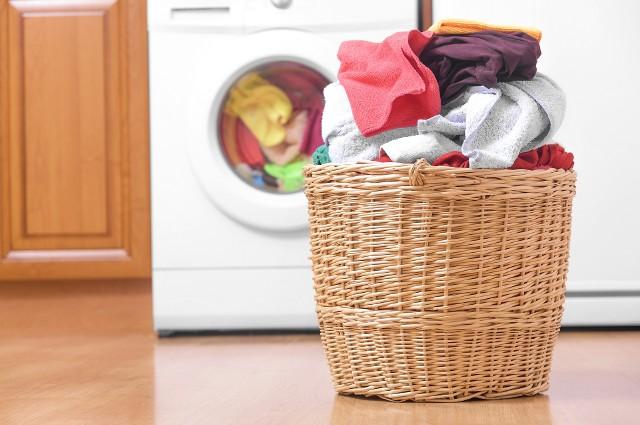 Pościel o ręczniki do praniaWiększość Polaków za rzadko zmienia ręczniki, pierze piżamy i pościel. Zanim wejdziesz do łazienki lub sypialni, zastanów się, jak często ty to robisz. To szczególnie ważne w czasie pandemii koronawirusa.