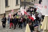 Mieszkańcy gminy Chełm protestowali w Lublinie przeciwko przyłączeniu sołectw do miasta Chełm. Zobacz zdjęcia i wideo