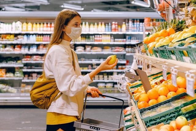 W przypadku rozbieżności lub wątpliwości co do ceny za oferowany towar lub usługę konsument ma prawo do żądania sprzedaży towaru lub usługi po cenie dla niego najkorzystniejszej.