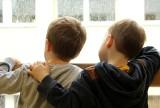 Dzieci do lat 16 w ferie zimowe nie mogą wychodzić z domu bez opieki. Fundacja Dajmy Dzieciom Siłę apeluje do premiera o zniesienie zakazu