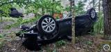 Ptaki. Wypadek na drodze wojewódzkiej 648. Toyota dachowała po zderzeniu z samochodem kia (zdjęcia)