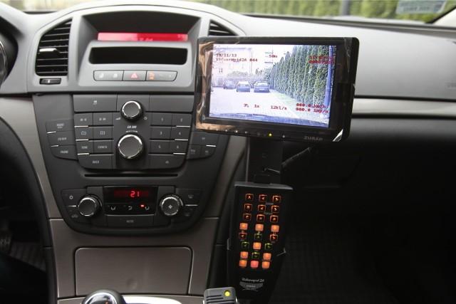 Wyczyny kierowców nagrała policyjna kamera.
