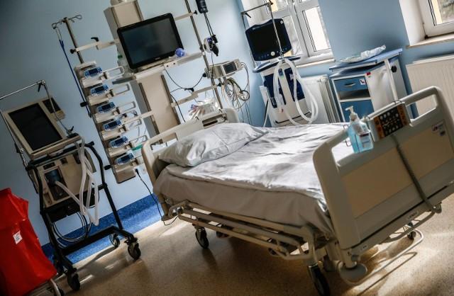 W sobotę 20 czerwca poinformowano o 44 nowych przypadkach koronawirusa. Są to osoby w wieku od 3 do 81 roku życia. Potwierdzone wyniki dotyczą:- czworga dzieci- sześciu młodych kobiet- dziesięciu kobiet w średnim wieku- siedmiu kobiet w starszym wieku- jednego nastoletniego chłopca- trzech młodych mężczyzn- siedmiu mężczyzn w średnim wieku- sześciu mężczyzn w starszym wieku
