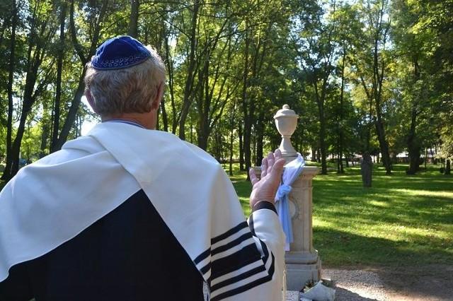 Uroczystość miała podniosły charakter, połączona została także z obrzędami z tradycji żydowskiej.