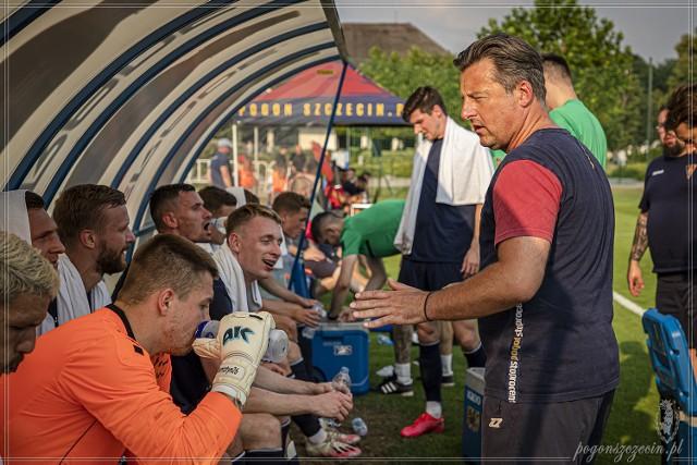 Trener Kosta Runjaić takich komplikacji przed startem sezonu pewnie się nie spodziewał.