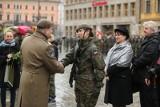 Żołnierze Wojsk Obrony Terytorialnej przysięgali na Rynku we Wrocławiu [ZDJĘCIA]