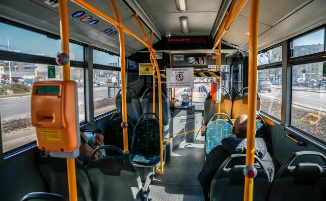 Przypomnijmy:  w autobusach będzie można siadać tylko na co drugim siedzeniu, wykluczona jest jazda na stojąco.