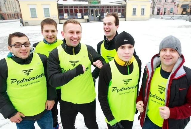 Do wspólnego biegu zapraszają biegacze z klubu Pędziwiatr (na zdjęciu od lewej): Michał Antuszewski, Daniel Ciesnowski, Artur Konopko, Krzysztof Skowera, Jacek Konopacki i Janusz Zachorowski