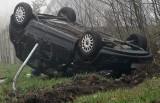 Jego auto dachowało, pomógł mu anonimowy ratownik