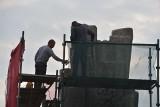 Renowacja Pomnika Walki i Męczeństwa w Sępólnie. Na Placu Wolności trwają prace konserwatorskie [zdjęcia]
