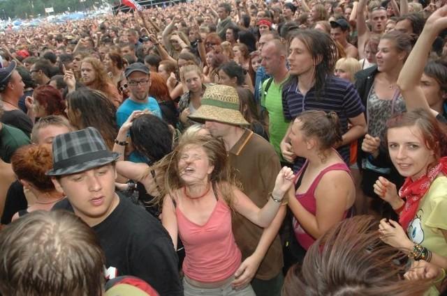 Na Przystanek Woodstock do Kostrzyna przyjeżdża co roku kilkaset tysięcy ludzi.