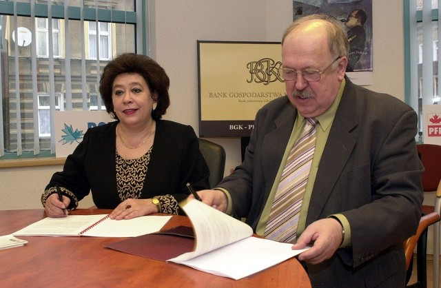 Podpisana w czwartek umowa pomiędzy Zenonem Grabowskim dyrektorem BGK a Barbarą Bartkowiak prezesem funduszu Polfund, to duże ułatwienie dla małych i średnich firm, pragnących docelowo uzyskać zwrot części poniesionych kosztów z funduszy unijnych.