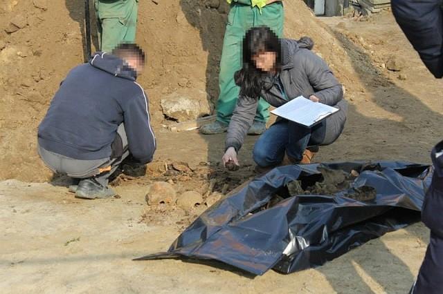Odkryte kości wskazują na to, że znajdowało się w tej mogli około 30 żołnierzy, ale może ich być zdecydowanie więcej