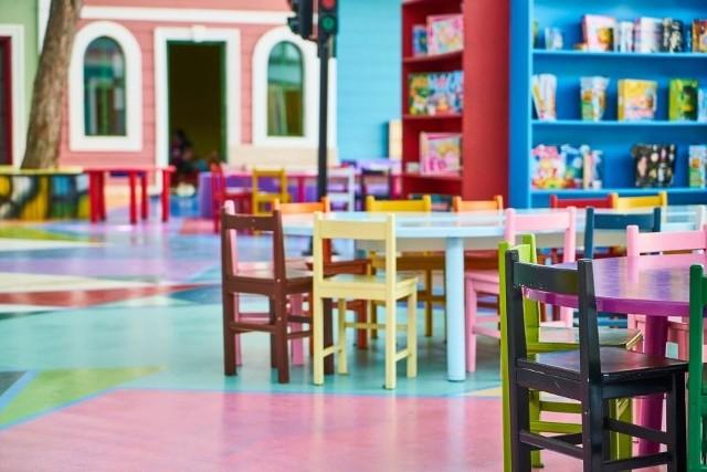Oferta samorządowych przedszkoli i oddziałów przedszkolnych w szkołach podstawowych obejmowała 17 795 miejsc