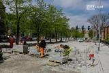 Przebudowa al. Jana Pawła II w Szczecinie. Widać już nową nawierzchnię bez kocich łbów. Zobacz ZDJĘCIA