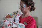 Cud narodzin w cieniu pandemii. Położna Dominika Woźniak: Rodzące kobiety potrzebują teraz jeszcze więcej wsparcia