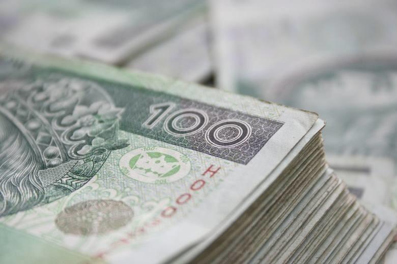 Polacy coraz bardziej zadłużeni. Rekordzista na Pomorzu zalega ze spłatą 48 mln zł