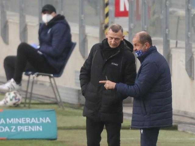 Janusz Góra  może się pochwalić samodzielną pracą trenerską w klubie FC Liefering, gdzie spędził ostatnie pięć lat przed przyjściem do Lecha. To partnerski klub Red Bull Salzburg, w którym w latach 2012-2015 był jednym z trenerów w klubowej akademii. Specjalizuje się głównie w pracy z młodzieżą.