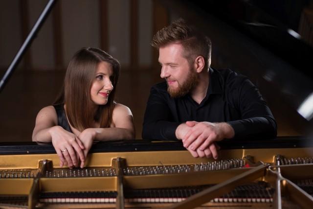 Utytułowani kieleccy muzycy Grzegorz Nowa i Anna Wielgus z formacji Novi Pian Duo zapraszają tym razem nie do sali koncertowej, a do sieci.