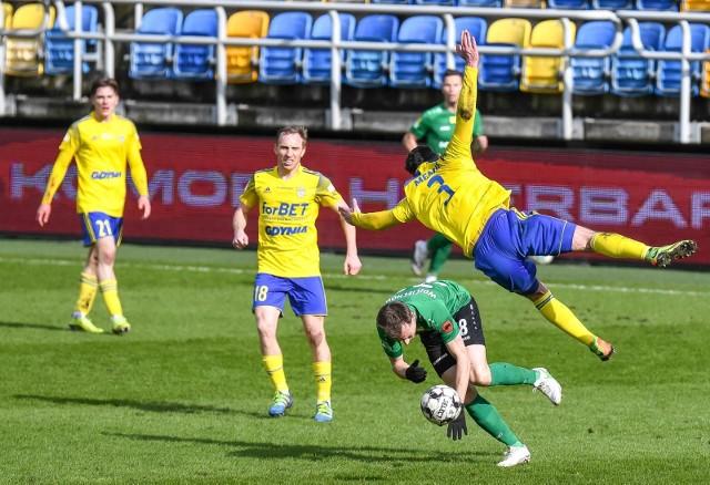 Piłkarzom Arki Gdynia nie wiedzie się ostatnio w rozgrywkach Fortuna 1. Ligi. Czy żółto-niebieskim uda się przełamać w starciu przeciwko Miedzi Legnica?