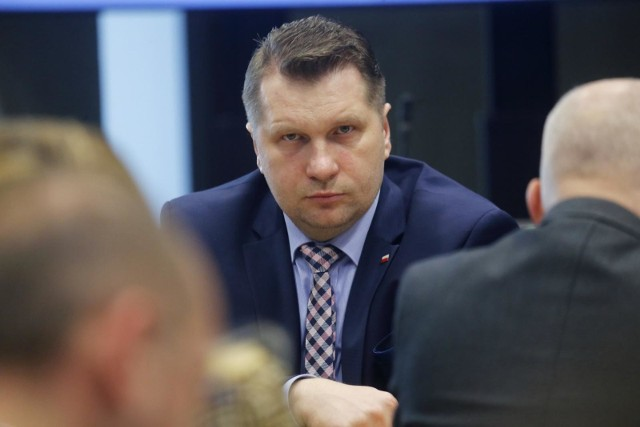 Zebrano prawie 90 tysięcy podpisów pod petycją o odwołanie ministra edukacji i nauki Przemysława Czarnka