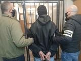 Łódź. Kradzież w sklepie Biedronki. Agresywny złodziej zaatakował pięściami ochroniarza. Sprawcy grozi do 10 lat więzienia 25.02.2021