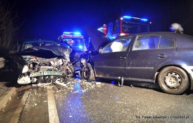 Czołowe zdarzenie dwóch samochodów pod Grabowem.