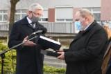 Złota Wielka Pieczęć Miasta Poznania dla Drużyny Strusia. Prezydent Jacek Jaśkowiak nagrodził wszystkich pracowników szpitala Strusia