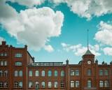Historyczny budynek Dyrekcji w Stoczni Cesarskiej w Gdańsku pięknieje! Teraz będzie pełnił rolę biurowca [ZDJĘCIA]