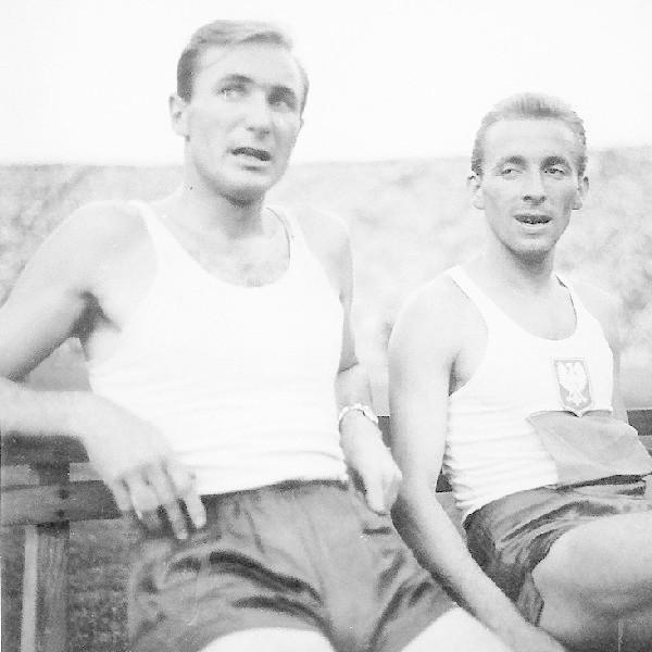 Tadeusz Kaźmierski (z lewej) i Zbigniew Makomaski, dwaj wielcy biegacze. Zdjęcie pochodzi z 1958 roku