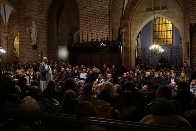 Poznań: Rekolekcje z ojcem Szustakiem znów przyciągnęły tłumy [ZDJĘCIA]