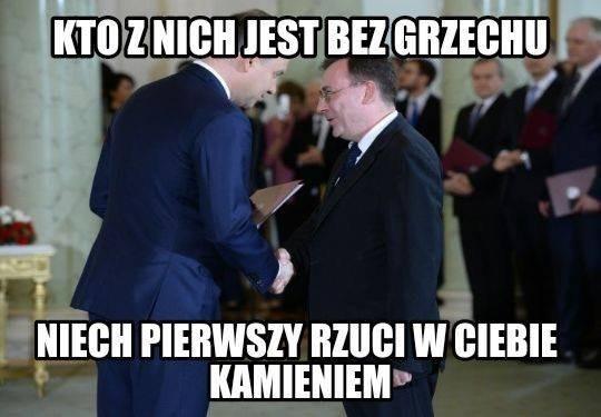 We wtorek w mediach pojawiła się informacja, że prezydent Andrzej Duda zastosował wobec byłego szefa Centralnego Biura Antykorupcyjnego Mariusza Kamińskiego prawo łaski. Zszokowani internauci natychmiast zareagowali na tę informację. W sieci pojawiło się mnóstwo memów komentujących tę sprawę.