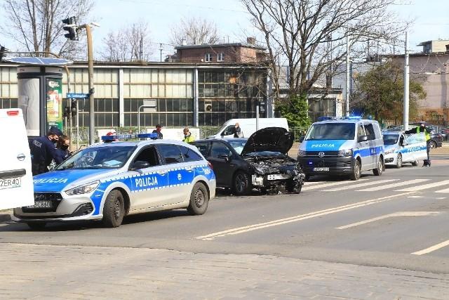 Policyjny pościg ulicami Wrocławia. Kierowcę złapano przy skrzyżowaniu ul. Grabiszyńskiej i Pereca