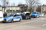 Sceny jak z filmu akcji. Policyjny pościg ulicami Wrocławia, zniszczone samochody [ZDJĘCIA]