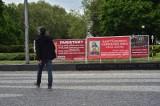 Instalacja na pl. Mickiewicza nielegalna. Komitet w Obronie Praw Ludzi Wierzących ma ją usunąć