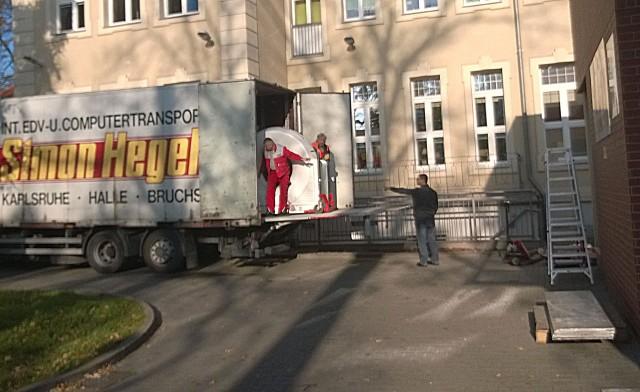 Wczoraj tomograf przeniesiono do tymczasowego pomieszczenia w stargardzkim szpitalu.