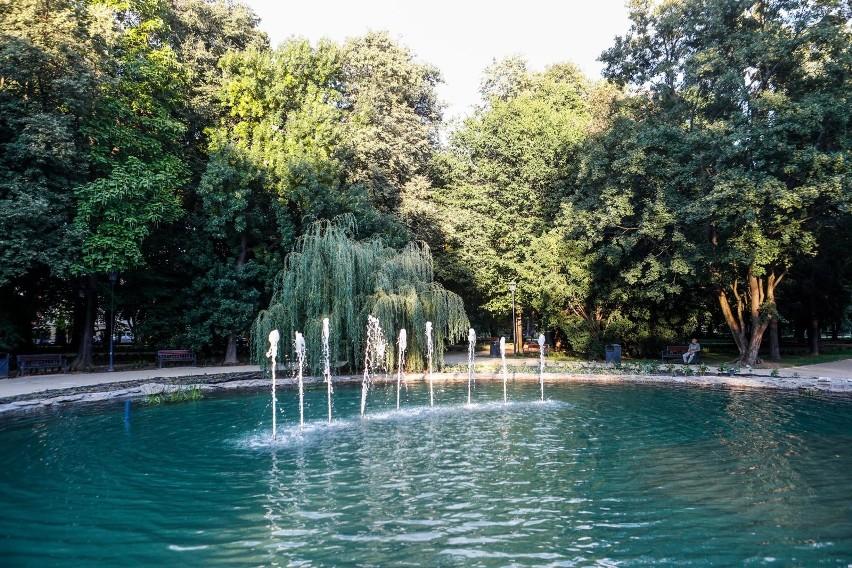 """Dotychczas zarejestrowano prawie 24 tysiące elektronicznych wniosków do programu """"Moja Woda"""". Ponad 100 mln zł jest obecnie przekazywane na sfinansowanie przydomowych instalacji zatrzymujących wody opadowe lub roztopowe na prywatnych działkach."""